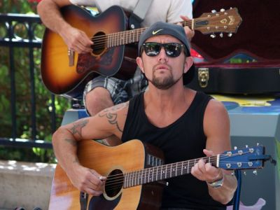 Aaron Reed plays the market this coming Saturday, August 30 from 3-5pm.