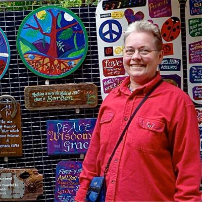 This weeks featured artisan is sign painter Jan Rice.
