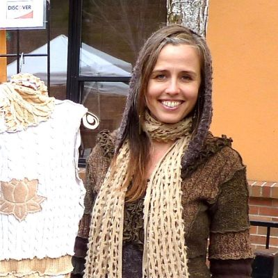 Jasmine Patten of Dervish Clothing will be presenting an Etsy Workshop this coming Thursday, Jan. 22 from 1-4pm at the Talent Fire Station.