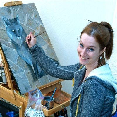 Erin Linton is a gifted fine artist who shows regularly at the Lithia Artisans Market of Ashland. Weekends along the creek in downtown Ashland, Oregon.