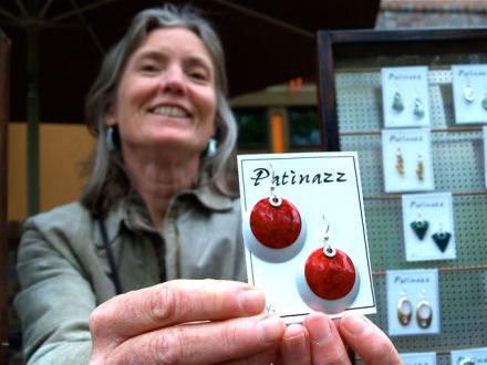 Bev Reed is a long time member of the Lithia Artisans Market of Ashland. She makes wonderful earrings.