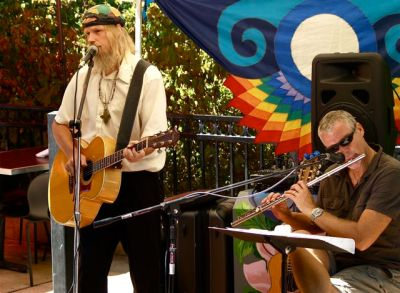 Bill Hahey plays live music at the Lithia Artisans Market of Ashland, Oregon.